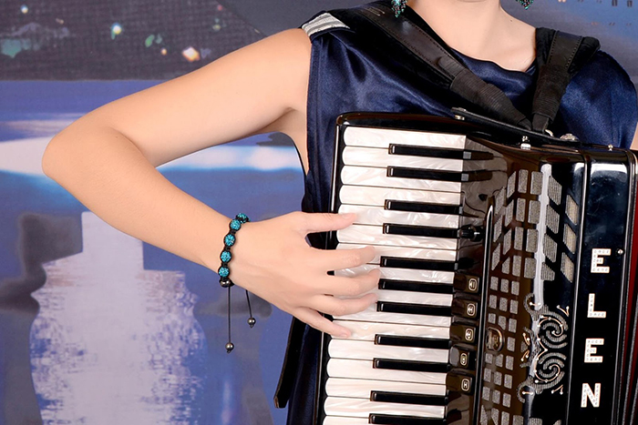 Elbow position on the accordion